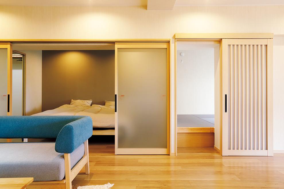 「リフォーム事例写真。」寝室の引き戸はすりガラスなので、来客時に閉めても圧迫感がありません。
